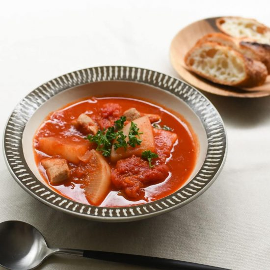 【料理家さんの定番レシピ】第1話:大根と豚バラのトマト煮が、もちグラタンに変身!