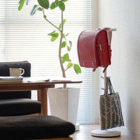 【新商品】子どもの家具悩みに朗報!のランドセルスタンド。卒業後はハンガーラックとしても使えます♪