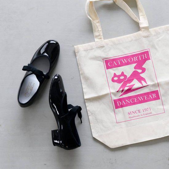 【新商品】カジュアル派にこそおすすめのリボンエナメルシューズ。今ならトートバッグつきです♪