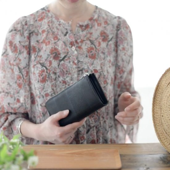 【動画で伝えたい!】本格レザーなのに、軽い。たっぷり容量がうれしい、yesの長財布