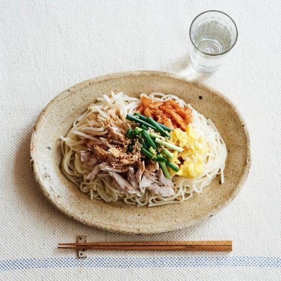 【水曜日は鶏むね料理】第2話:炒るだけ、切るだけ、のせるだけ!暑い日もうれしいビビンバ風そうめん