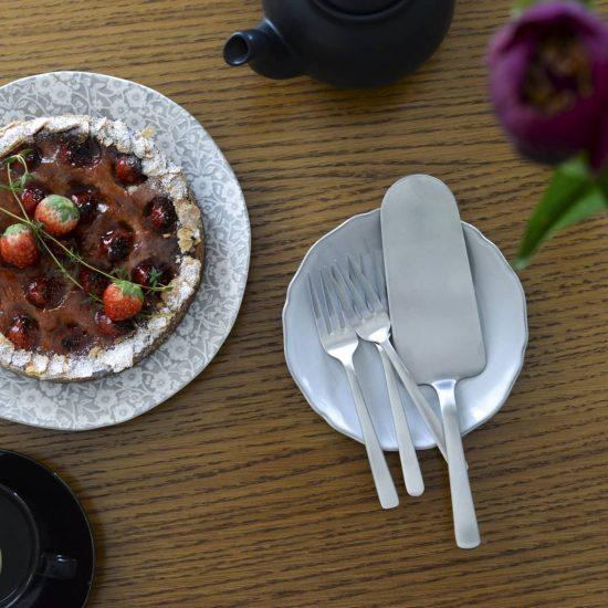 【ロングセラーには理由がある】日々の料理に添えたいのは、シンプルで美しい北欧のカトラリー。