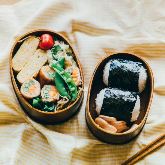【青葉家のお弁当】第1話:おにぎり・卵焼き・ポテトサラダ。定番おかずにひと工夫「リクのお弁当」