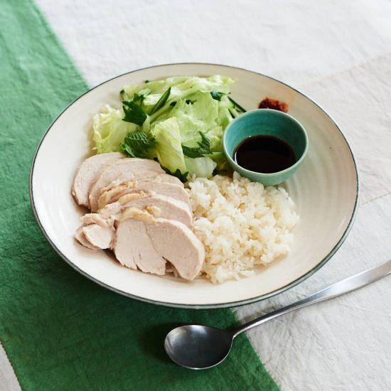 【水曜日は鶏むね料理】第5話:火を使わずにお夕飯が完成!ゆで鶏とゆで汁で炊いたご飯