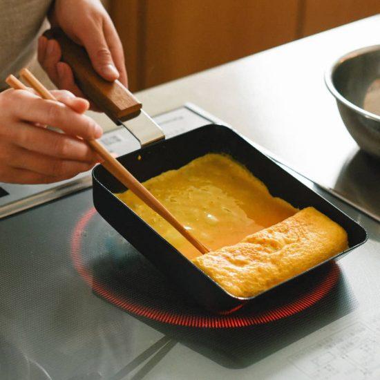 【新商品】お料理上手になれる!簡単にふっくら玉子焼ができるフライパンの登場です。