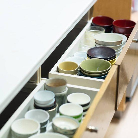 【食器収納のメソッド】引き出し、食器棚収納のコツは「面倒くさそう」に敏感になること。