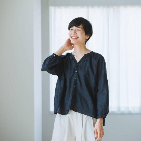 【新商品】大人の女性が「今」似合う、ツヤありリネンブラウスを作りました!