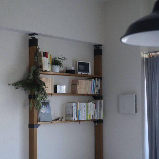 【スタッフコラム】一人暮らしの部屋にぴったり、「スリムな本棚」を探し求めて