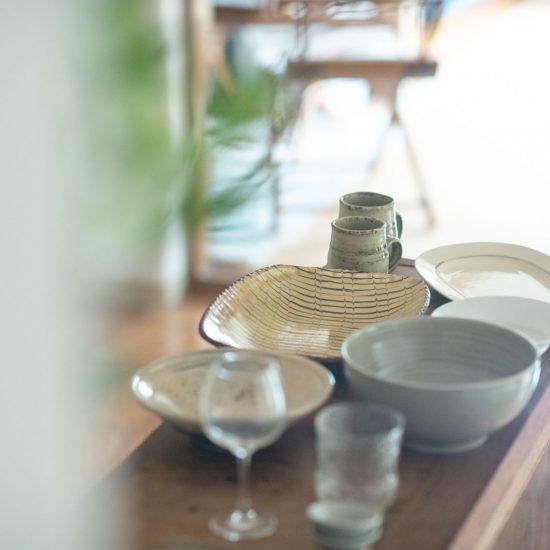 【スタッフのお宅訪問】第2話:ダイニングチェアからの景色を基準に。飲食業で染み付いたキッチンの整え方