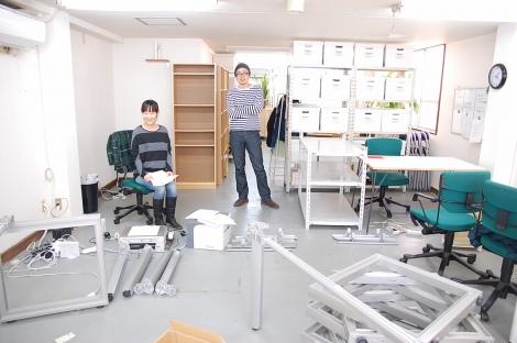オフィスに新しい机がやってきた!