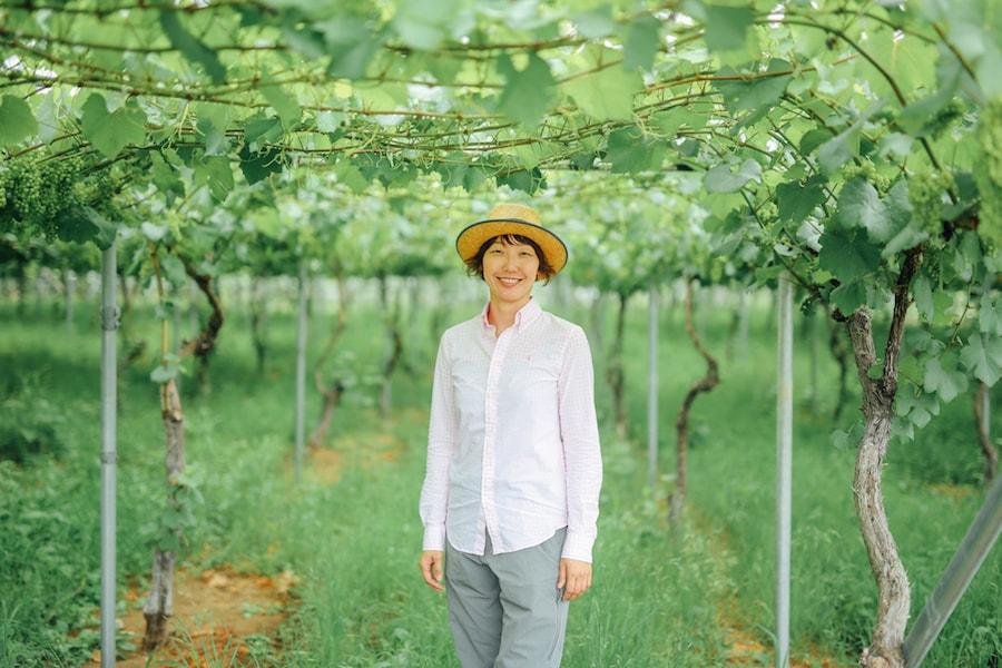 「ワイン界の神様」を唸らせた女性醸造家 斎藤まゆ。ガレージで歌い踊る、その理由。