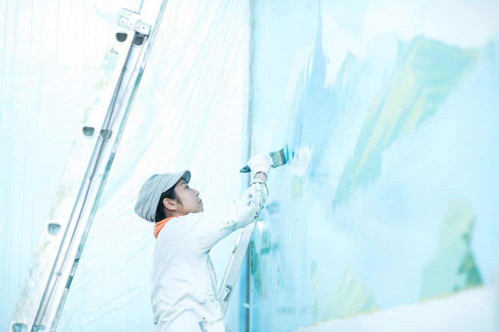 アートから銭湯に導かれて。浴場を彩るペンキ絵師、田中みずき。